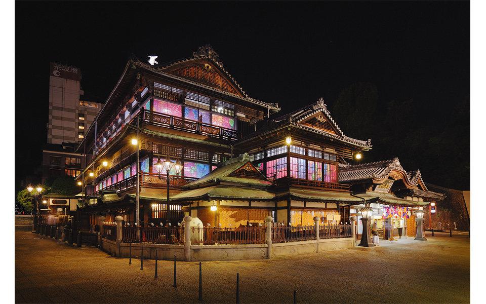 今年の冬、蜷川実花の世界で彩られた日本最古の温泉街を訪ねる