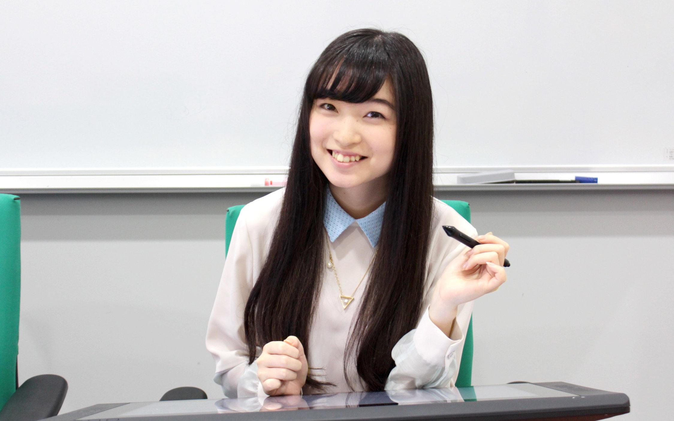 髪が長い上田麗奈