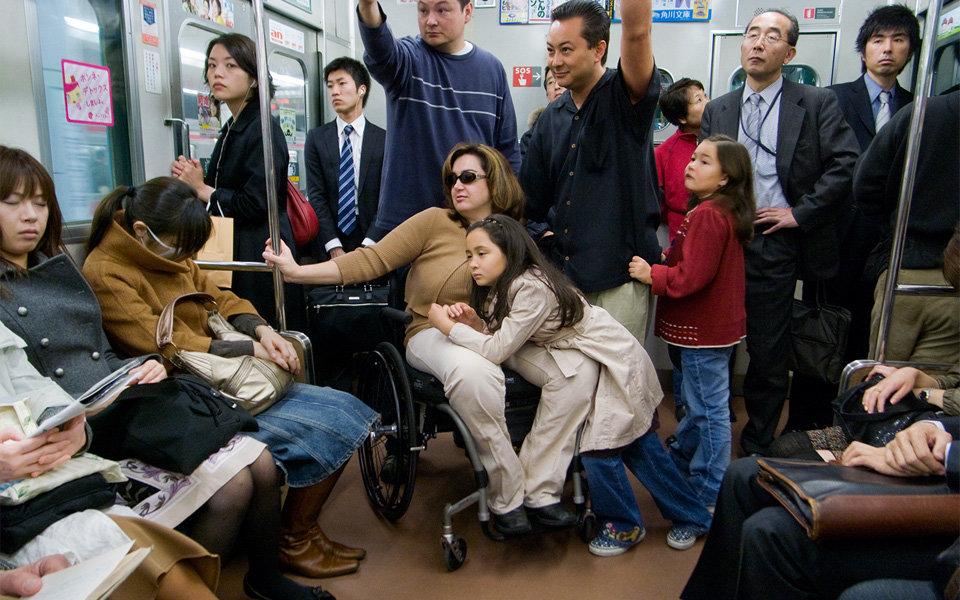 オカダキサラの写真展「すべてのドアが開きます。」新宿で開催