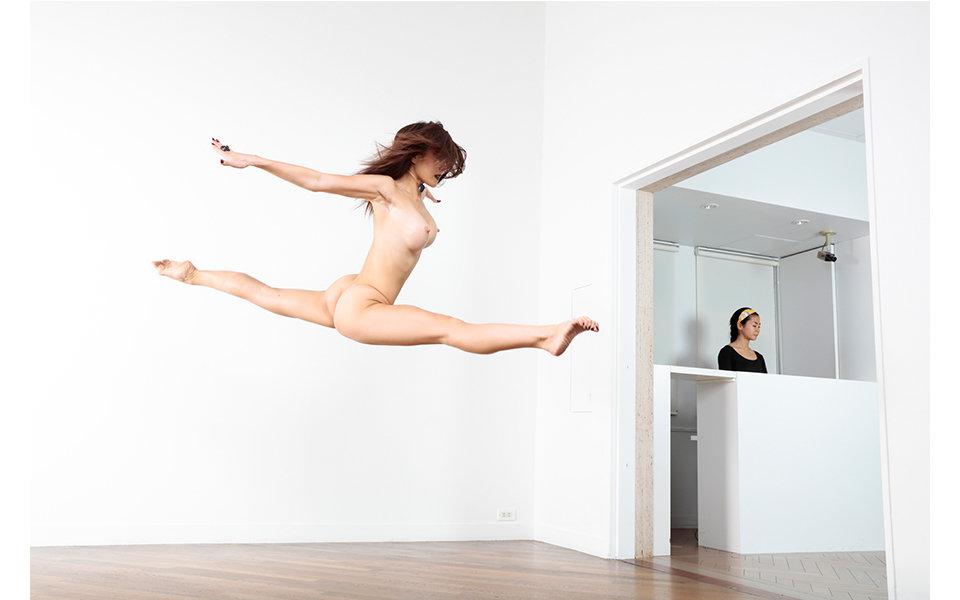 裸体と原美術館 篠山紀信の写真展「快楽の館」が開催